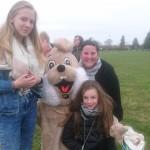 Famille Prevedello avec la mascotte