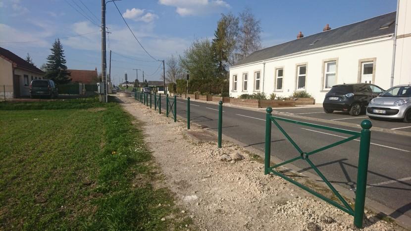 Barrières de sécurité route de Neuville-aux-Bois