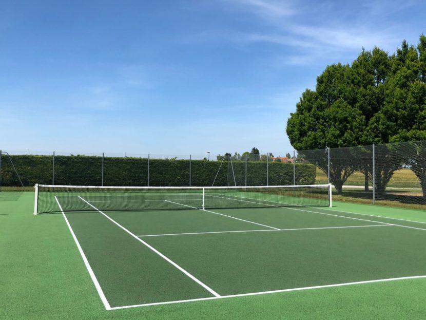 les terrains de tennis sont disponibles